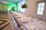 widok-stołu-głównego-nakrycie-w-bieli